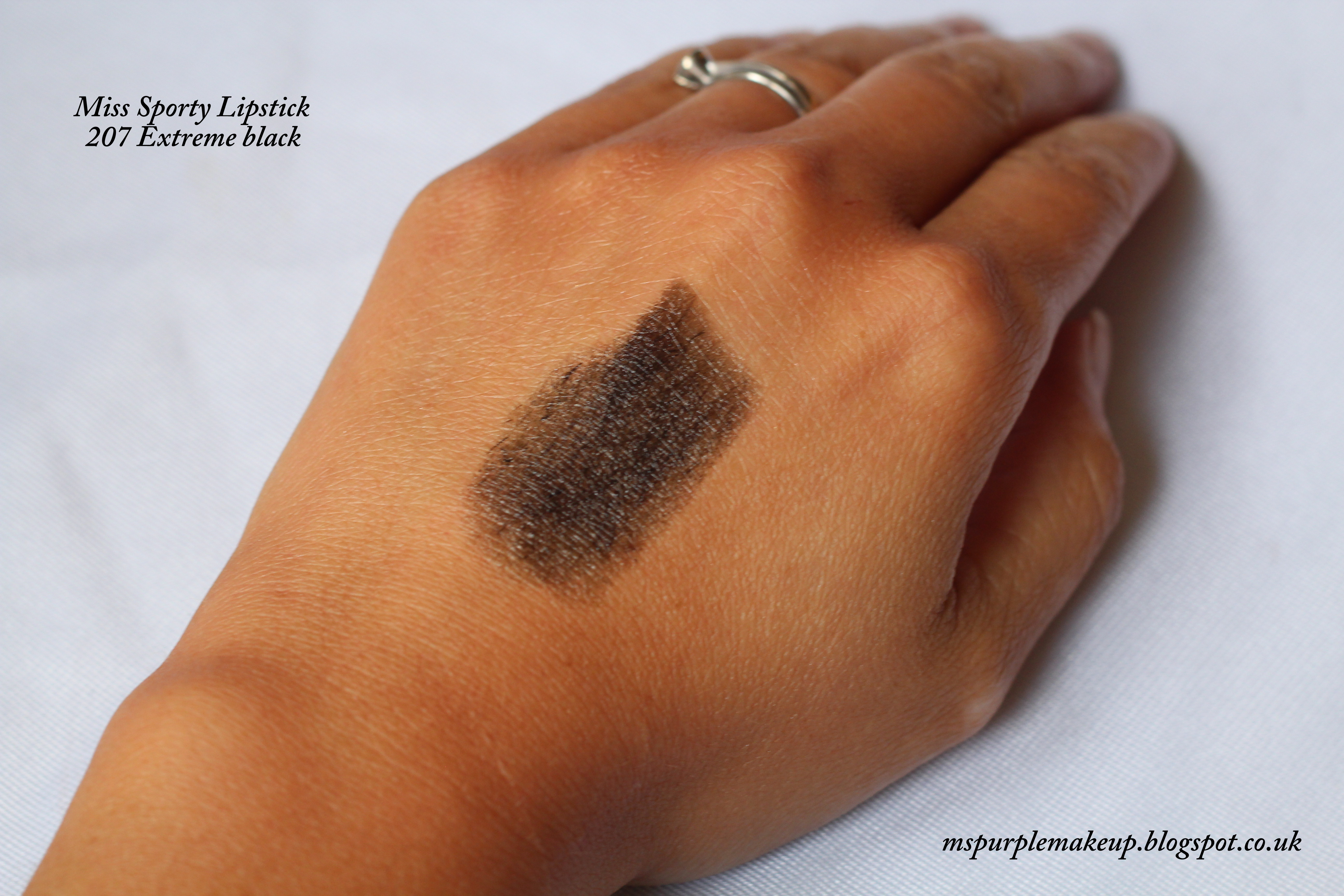 Miss Sporty Lipstick 207 Extreme Black - Swatch
